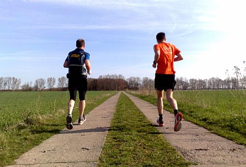 Läufer auf Feldweg