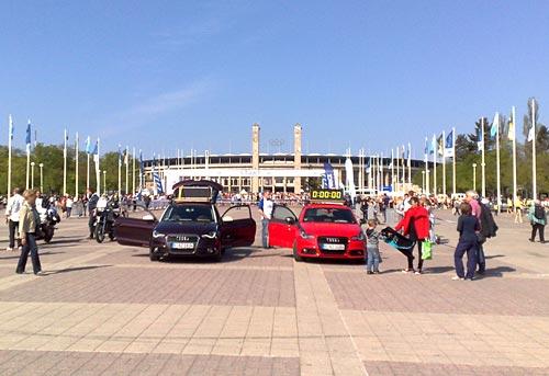 Führungsfahrzeuge vor dem Start des Big25 Berlin