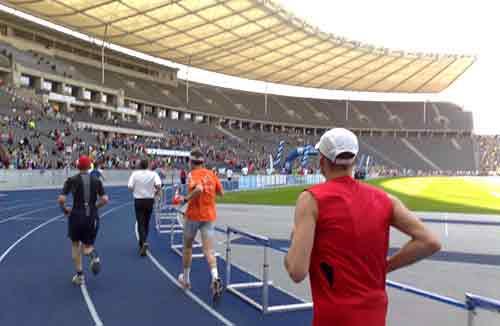 Läufer-Perspektive kurz vor dem Ziel