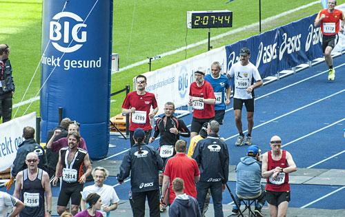 Der erste startblog-f-Läufer ist im Ziel im Olympiastadion