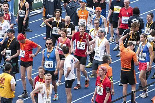 Läufer im Ziel des Big25 Berlin 2013