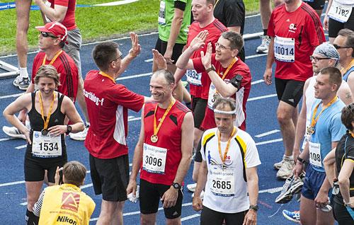 startblog-f-Läufer treffen sich im Ziel des 25-Kilometer-Laufs