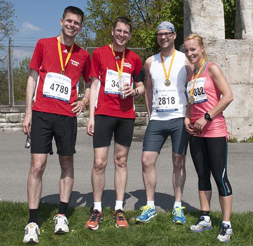 Läufer-Gruppenbild nach dem 25-Kilometer-Lauf Big25 Berlin 2013