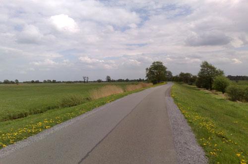 Laufen auf dem Hodenberger Deich in Bremen