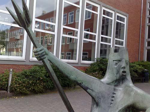 Skulptur Neptun an der Hochschule für Nautik