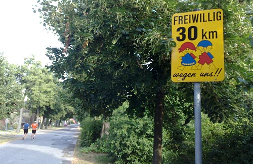 Schild Freiwillig 30 km