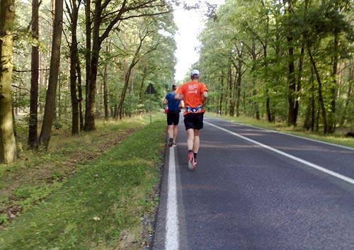 Läufer auf der Landstraße vor Großbeeren