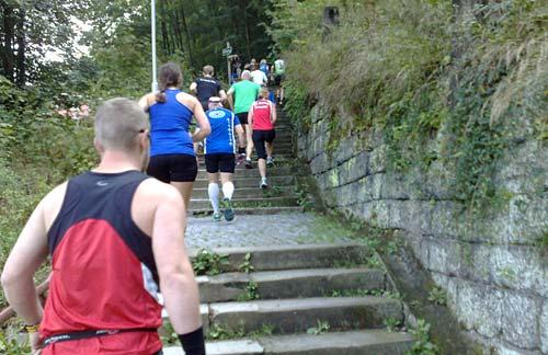 Läufer laufen Treppen hinauf