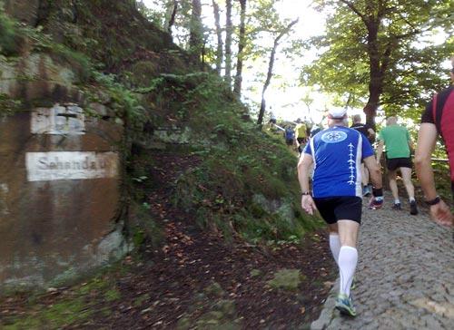 Starker Anstieg auf den ersten Kilometern
