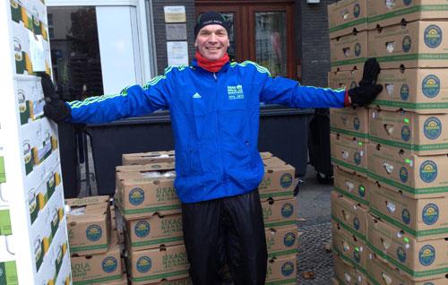 Kistenweise Äpfel und Bananen für die Marathon-Läufer