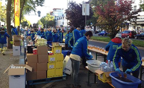 Letzte Vorbereitungen der Marathon-Helfer