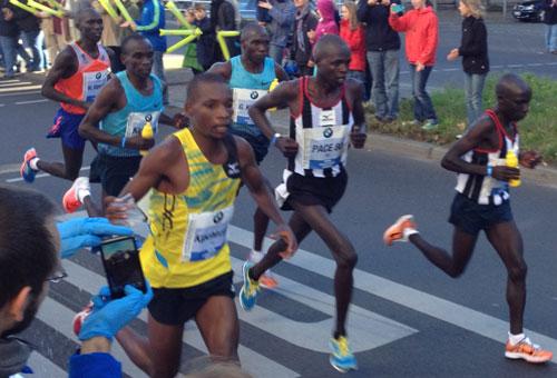Die Marathon-Spitzengruppe mit dem späteren Gewinner Wilson Kipsang