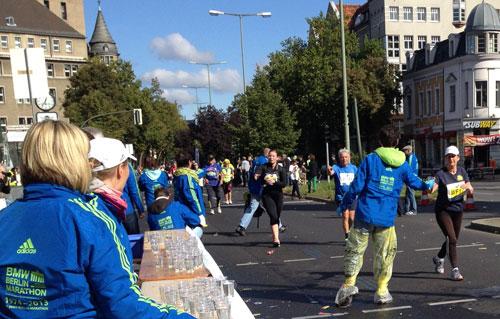 auch die letzten Marathon-Läufer werden noch herzlich begrüßt