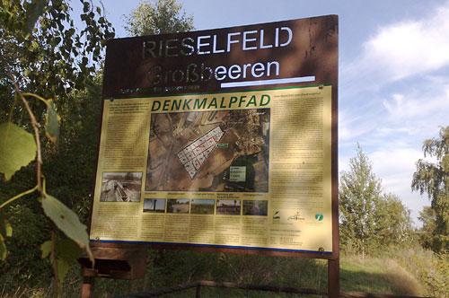 Schild zum Denkmalpfad Großbeeren