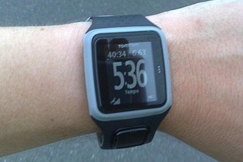 Anzeige der TomTom Laufuhr beim Laufen