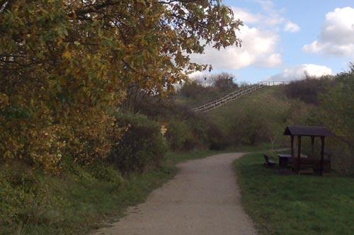 Parkweg zum Alpengipfel im Freizeitpark Marienfelde