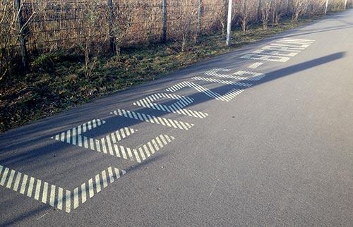 Bodenbeschriftung Radweg Leipzig-Berlin