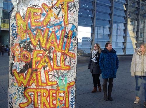 Bemaltes Mauersegment am Potsdamer Platz