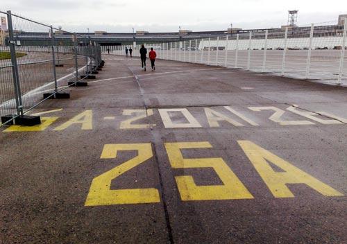 Läufer auf der Tempelhofer Freiheit, dem ehemaligen Flughafen Tempelhof