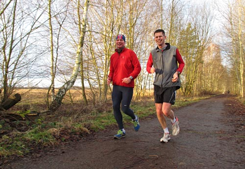 Fröhliche Läufer bei schönem Laufwetter