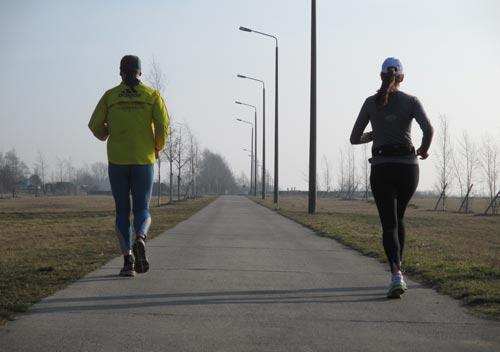 Läuferin und Läufer am Dörferblick