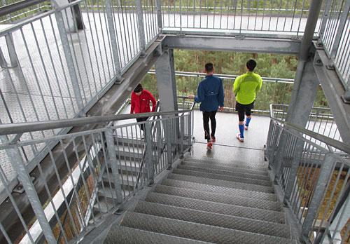 Läufer auf dem Schiefen Turm