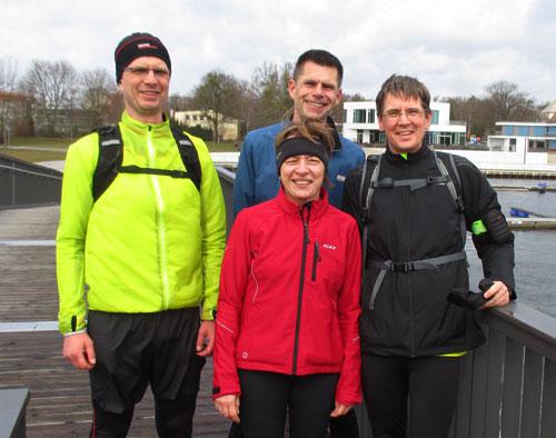Gruppenbild der Läufer nach dem Sightseeing-Lauf um den Senftenberger See
