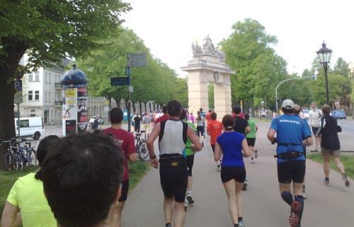 Drittelmarathon-Läufer kurz vor dem Jägertor
