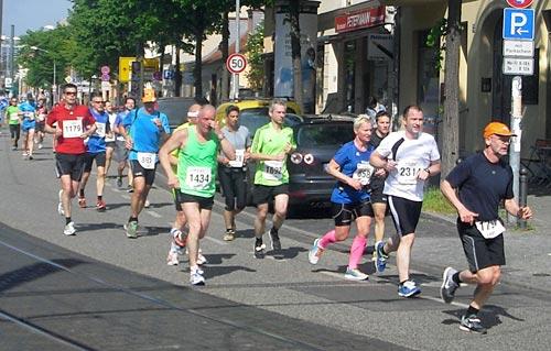 Läufer auf Höhe des S-Bahnhofs Potsdam-Babelsberg
