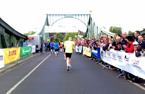 Zieleinlauf beim 11. RBB-Lauf – Drittelmarathon in Potsdam 2014