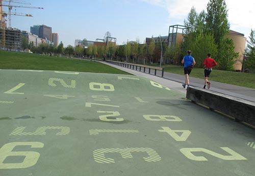 Läufer im Park am Gleisdreieck