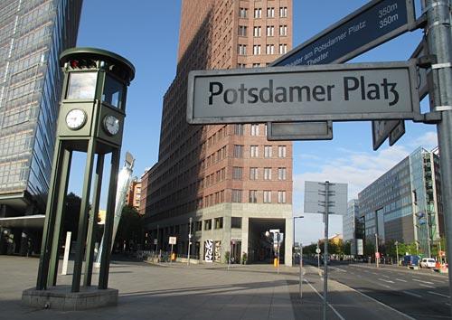 Uhr am Potsdamer Platz