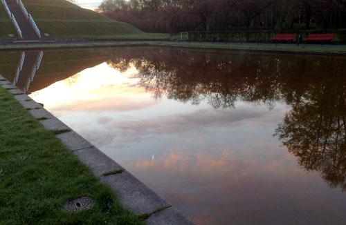 Sonnenaufgang-Wasserspiegelung