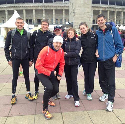 Läufer-Gruppe vor dem Olympiastadion
