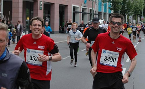 Läufer-Duo an der Urania