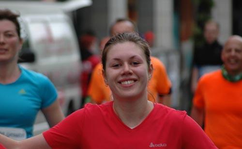 Lächelnde Läuferin