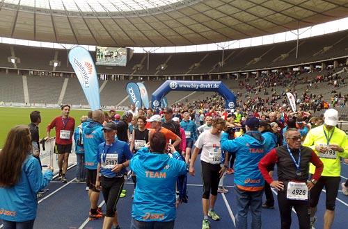 Läuferinnen und Läufer im Ziel (Olympiastadion) des Big25