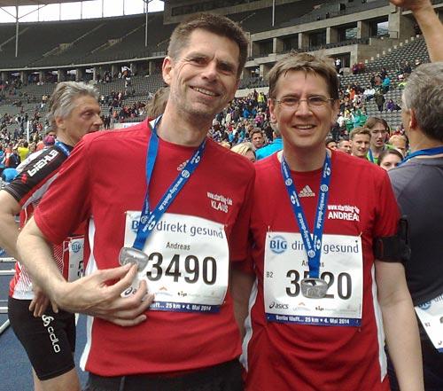 startblog-f-Läufer mit Medaille im Ziel des Big25