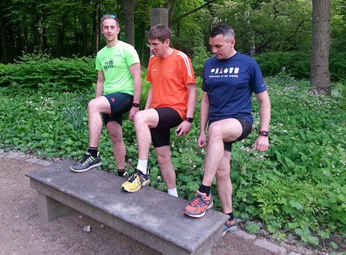 Sprungübung für Läufer im Tiergarten