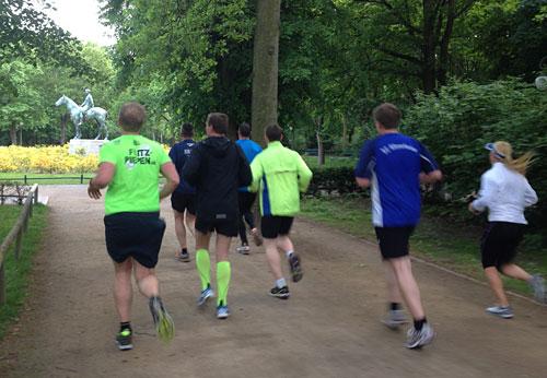 Laufgruppe unter Leitung von Viktor Röthlin im Berliner Tiergarten