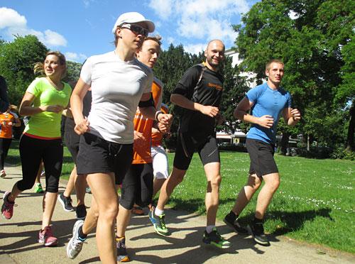 Olympiasieger Nils Schumann mit Läuferinnen und Läufer