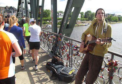 Musiker auf dem Eisernen Steg