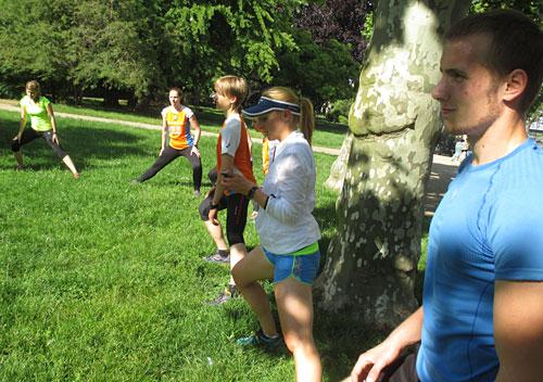 Läufer bei Dehnübungen
