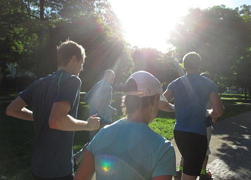 Läufer-Gruppe beim Morgenlauf