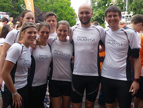 Läuferinnen und Läufer des Samsung Running Teams beim Stadtlauf Frankfurt