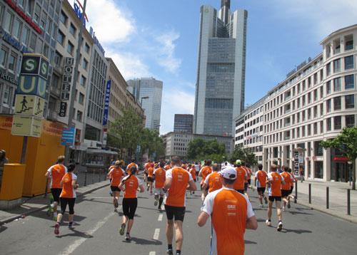 Läuferfeld beim Frankfurter Stadtlauf