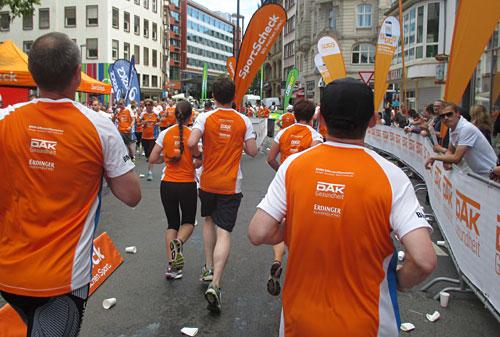 Süportscheck-Stadtlauf-Läufer auf der zweiten Runde