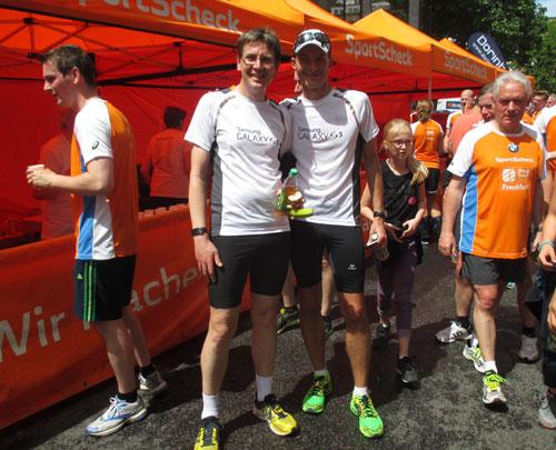 Laufblogger völlig entspannt im Ziel des Frankfurter Stadtlaufs