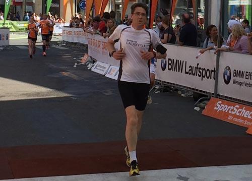 Zieleinlauf startblog-f beim Frankfurter Stadtlauf 2014