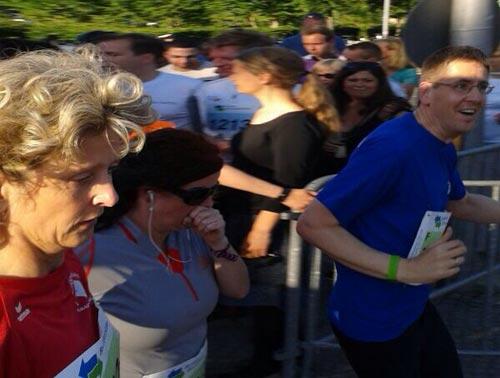 Zweiter Team-läufer kurz nach seinem Start